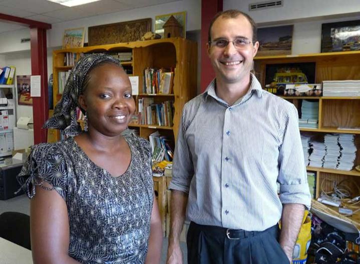 Maïmouna Ndiaye, membre du Collectif des Enseignants de Saint-Louis et Nicolas Dupuy, coordinateur de l'association Partenariat au Sénégal à Lille, en juin 2013