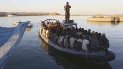 Près de 800 migrants secourus dans les eaux libyennes