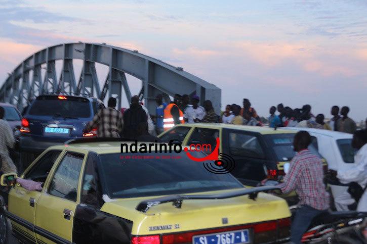 ACCIDENT À L'ENTRÉE DU PONT FAIDHERBE :  un particulier et un taxi se tamponnent (Photos)