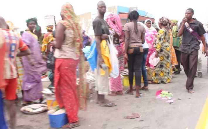 AVENUE GÉNÉRAL DE GAULLE : les vendeuses de poissons et marchands ambulants reviennent en force (vidéo et photos)