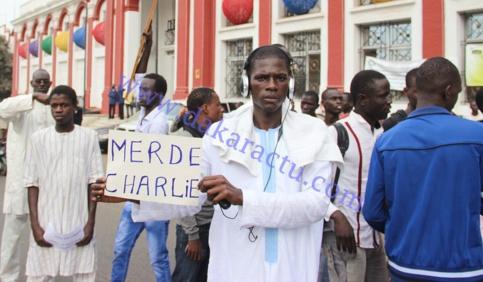 DAKAR: Grosse colère et grande marche contre la dernière caricature CHARLIE HEBDO