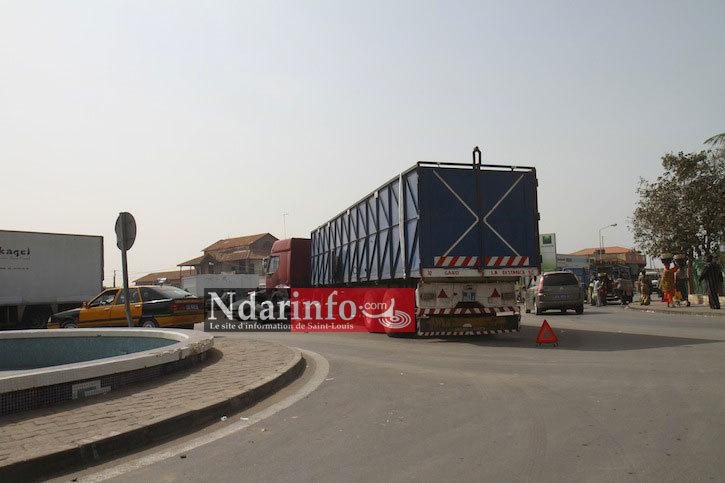 SAINT-LOUIS : En panne à l'entrée du pont Faidherbe, un camion bloque la circulation depuis 2 jours.