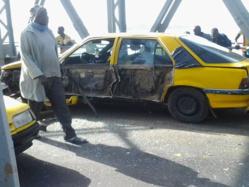 ACCIDENT SUR LE PONT FAIDHERBE: un camion frigorifique écrase un taxi.