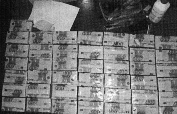 Voici les faut paquets retrouves chez Thione Seck