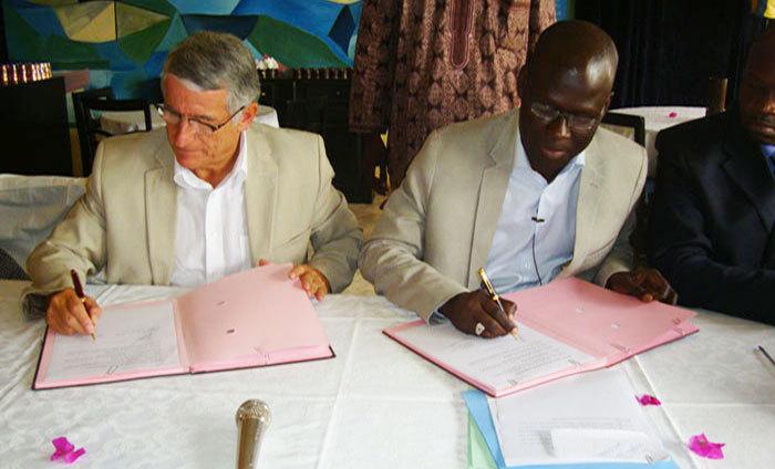 Signature de Convention entre Cheikh Abiboulaye DIEYE et Pierre COHEN