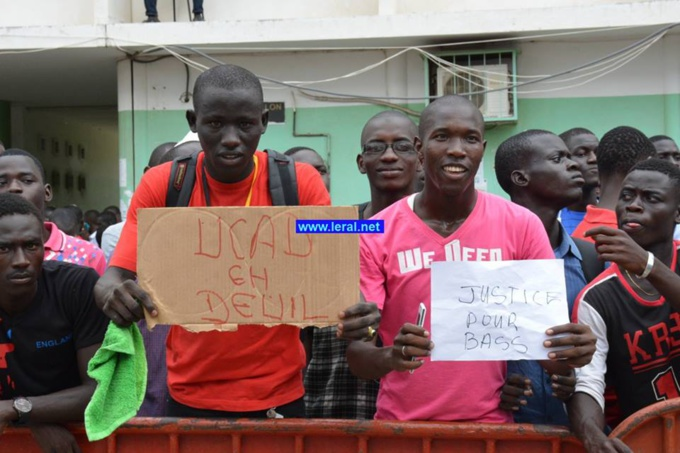 Jets de pierres à l'Ucad : Le président Macky Sall exfiltré par sa garde rapprochée, 5 étudiants arrêtés