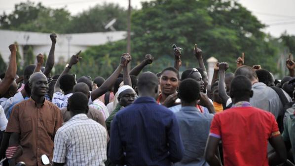 """Coup d'Etat en cours au Burkina Faso : le président Kafando et le Premier ministre Zida """"pris en otage"""" par des militaires"""