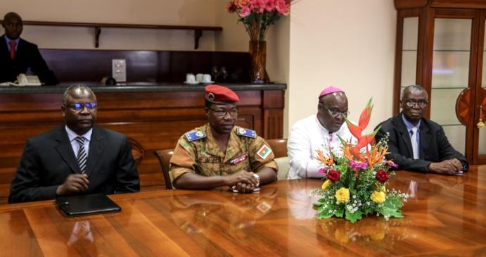 BURKINA: les images de la rencontre entre le Président Macky  Sall et le groupe de facilitateurs Burkinabé.