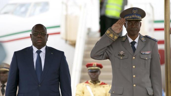 Le président sénégalais Macky Sall (gauche) et le chef des putschistes du Burkina Faso Gilbert Diendéré, le 18 septembre à Ouagadougou.