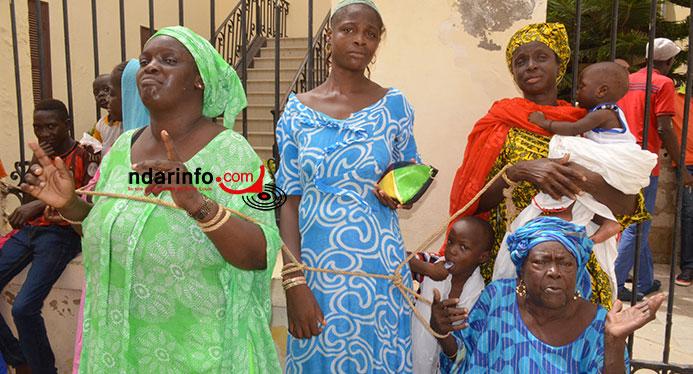 VIDÉO - LARMES AUX YEUX, UNE SINISTRÉE DE GOXU MBACC CRIE : « la Mairie de Saint-Louis sera notre tombe ». Regardez !