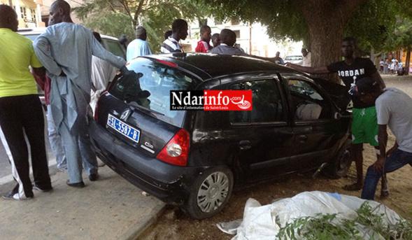 TERRIBLE ACCIDENT A LA CITE VAUVERT : un véhicule tamponne deux filles.