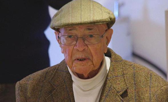 PORTRAIT: Robert Auriol,102 ans, aviateur, fils de Saint-Louis, a cotoyé Saint-Exupery et Mermoz.