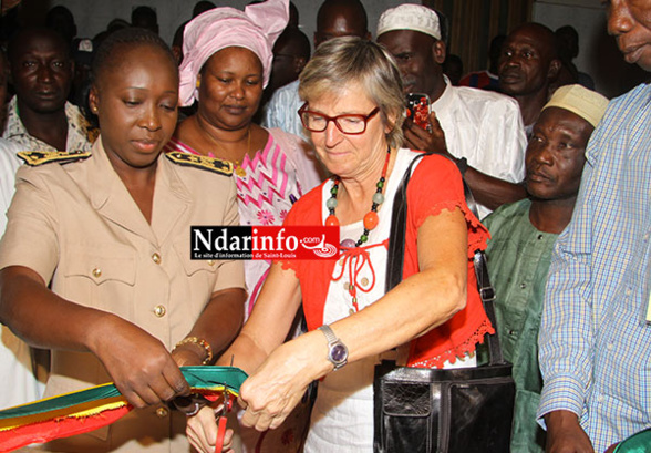 Le Préfet Mariama TRAORE et  Martine DERASSE coupent les rubans.