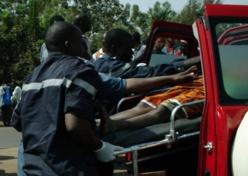 URGENT - ACCIDENT - PIKINE : En voulant s'accrocher sur un car, un homme rate sa prise, tombe et meurt.