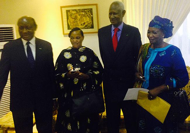 Des membres de la délégation à coté du Président DIOUF