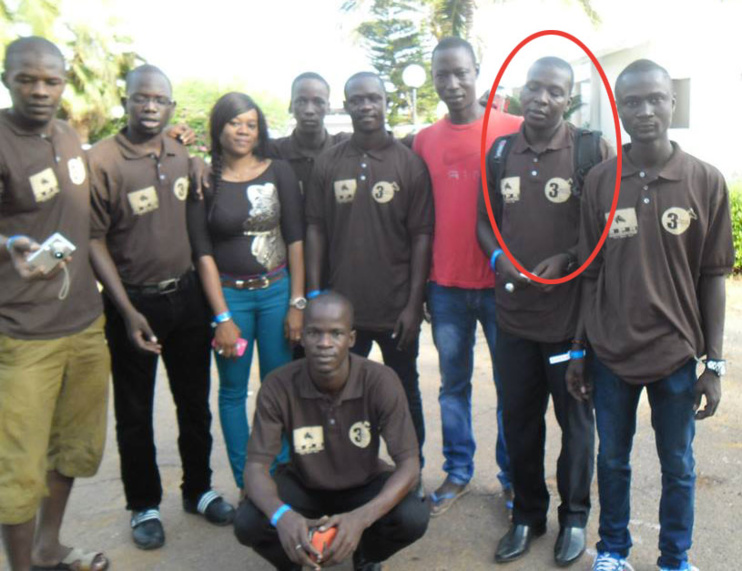 Momar FALL entouré de ses camarades de la Convergence des Jeunes Républicains (Cojer). Source Photo: facebook.com