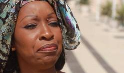 Awa NDIAYE protège Macky SALL: « il voulait réduire son mandat, mais Dieu en a voulu autrement »