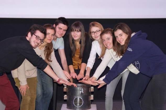 Les membres rouennais de l'association Enactus avec le cuiseur
