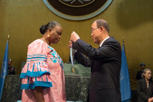 """ONU : La """"Médaille Capitaine Mbaye Diagne pour acte de courage exceptionnel"""" remise à la veuve du soldat, Yacine Mar Diop"""