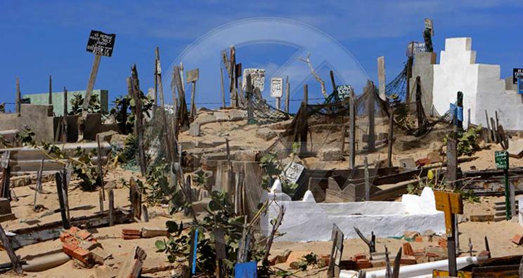 Saint-Louis : les  « réservations de tombes » étouffent les cimetières.