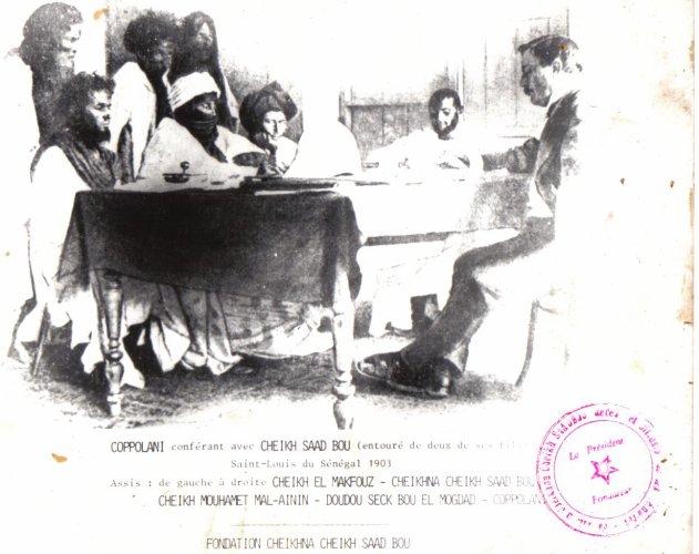 Ce jour là, Cheikh Saad Bou répondait à une convocation de l'administrateur colonial Xavier Coppolani. Cheikhna était accompagné de ses disciples et de ses fils dont Cheikh Mouhamed Malhayni. Doudou SECK «  Bou El Mogdad », traduisait …