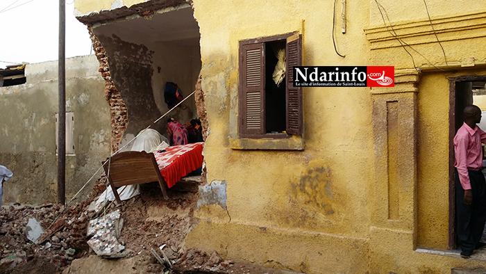 (Photos) Saint-Louis : un Caterpillar « fou » écrase une maison à Sindoné.