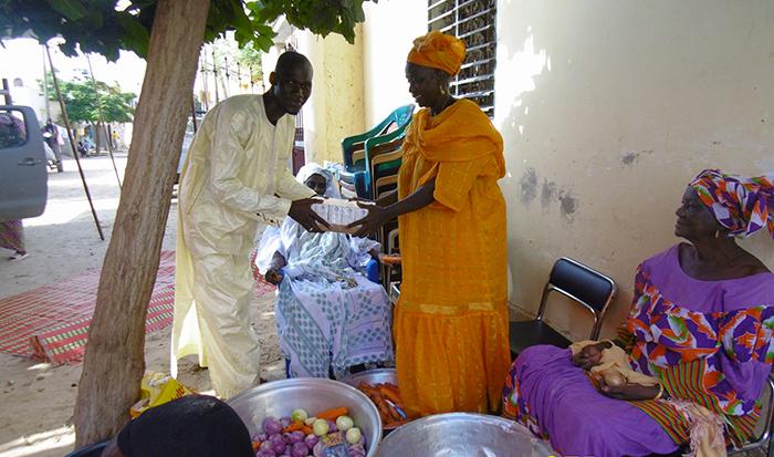ACTION SOCIALE : des denrées alimentaires aux hôtes des 2 raakas.