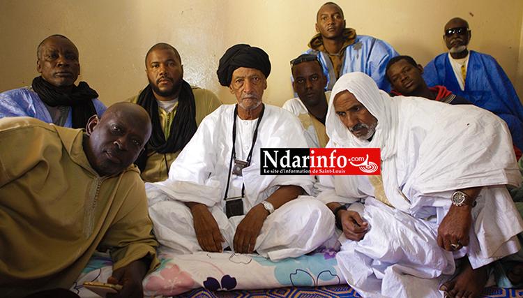 Cheikh Aya AIDARA avec ses fils et ses talibés. Crédit photo: NDARINFO.COM
