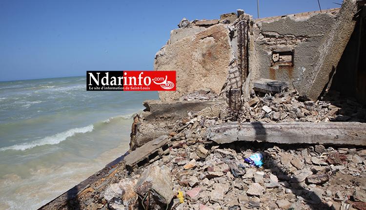 Houle dangereuse : le phare de Guet-Ndar terrassé par les vagues. Regardez !