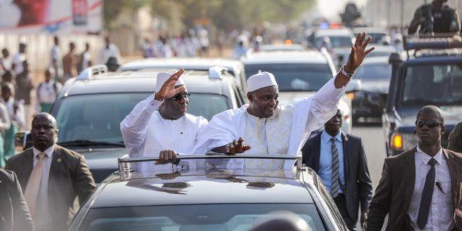 """Macky Sall : ''Sénégalais et Gambiens doivent travailler la main dans la main"""""""