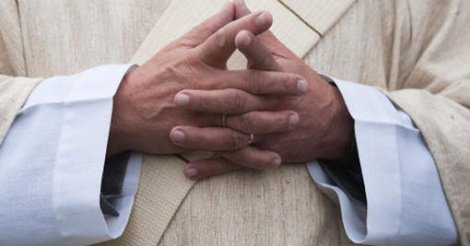 Un prêtre français condamné pour viols sur mineurs sénégalais demande révision de son procès