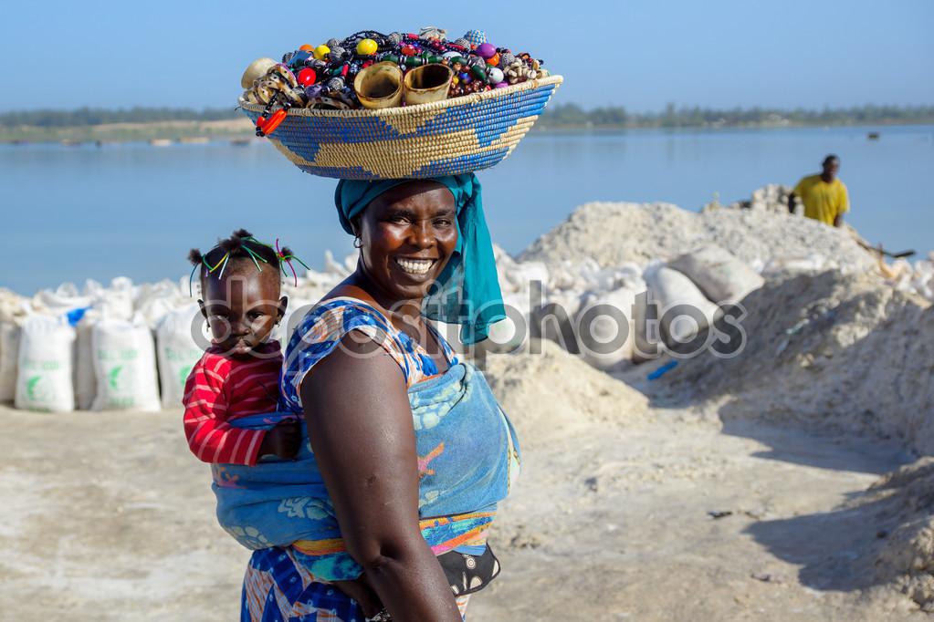 Sénégal : les femmes de plus en plus qualifiées, les hommes davantage tournés vers des activités féminines (sociologue)