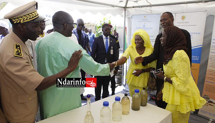 Le ministre Abdoulaye Diouf SARR dans le stand de l'ONAS sur la Place Faidherbe