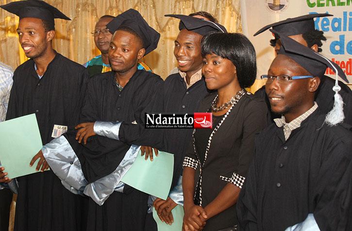 Photo archives graduation d'étudiants du master RDC de l'UGB