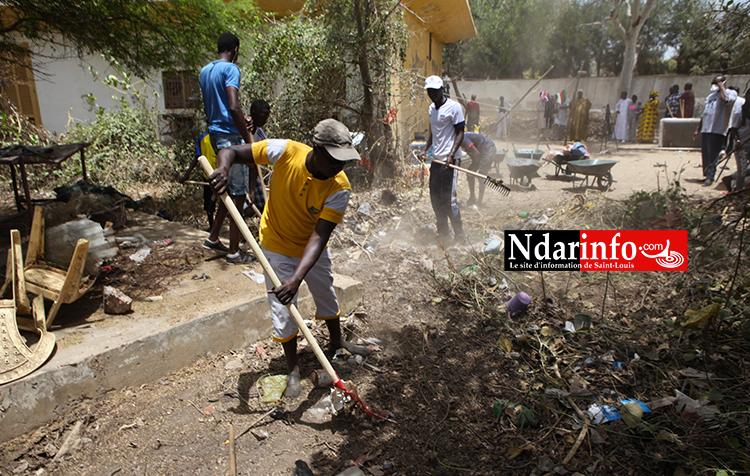 Assistance aux sinistrés de la mer : Manko Wattu NDAR nettoie la case-foyer de Santhiaba, distribue des vivres aux démunis (vidéo)