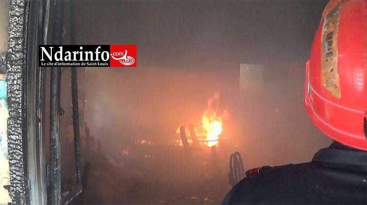 Violent incendie à Ndioloffène : quatre chambres équipées, consumées par les flammes ( vidéo)
