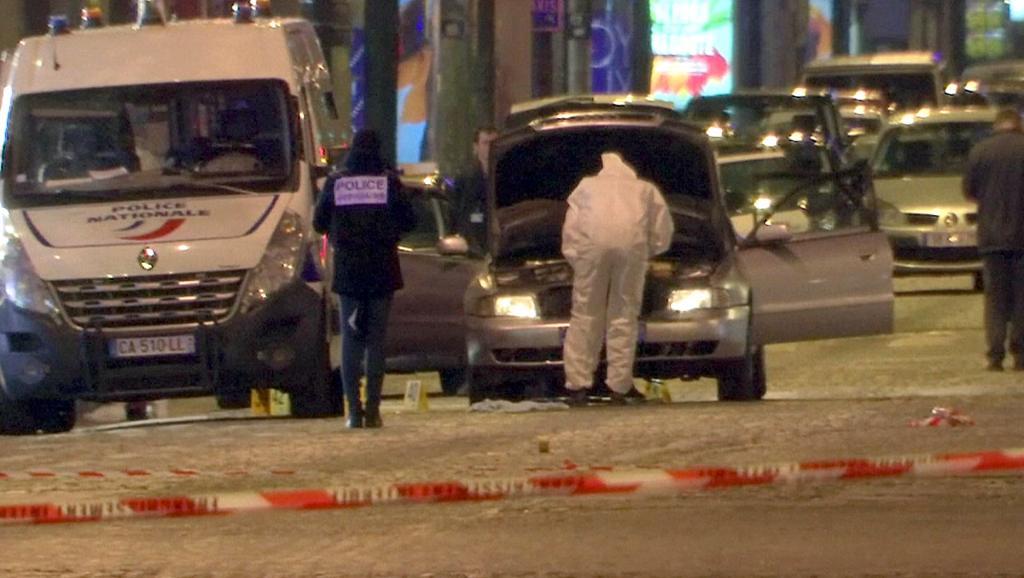 Fusillade sur les Champs-Elysées: un policier tué, l'EI revendique l'attaque