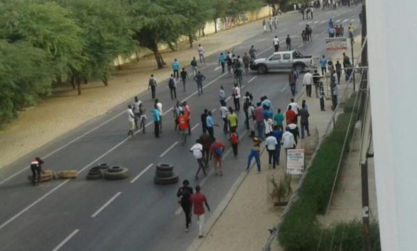 """UGB : 72 heures de grève pour le paiement """" immédiat"""" des bourses."""