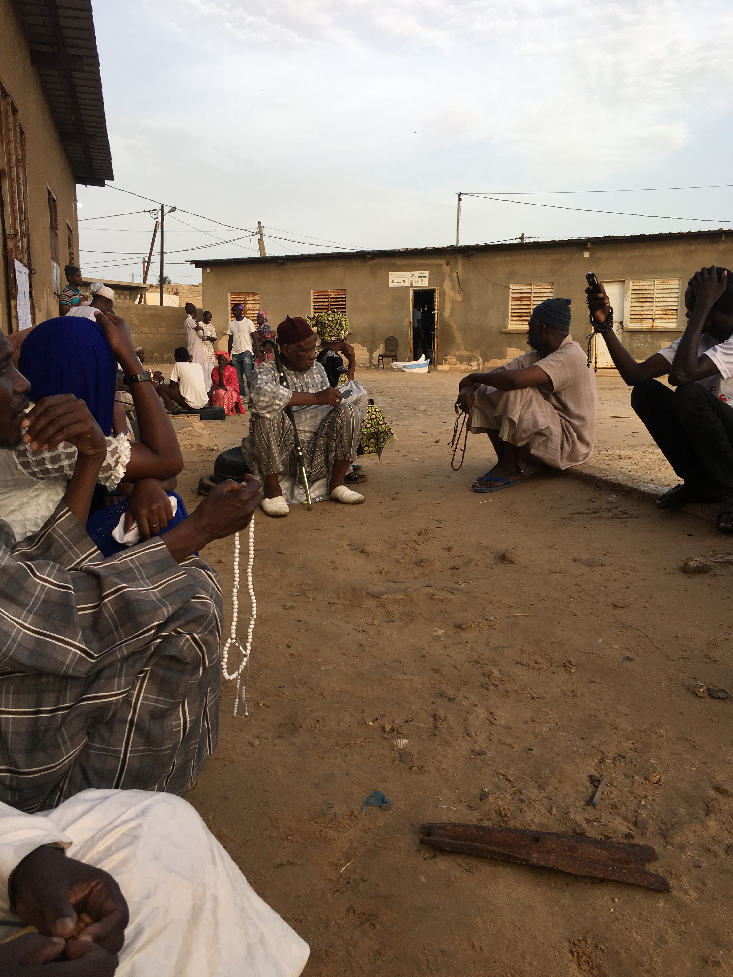 Direct - Législatives: Affluence matinale dans les bureaux de vote