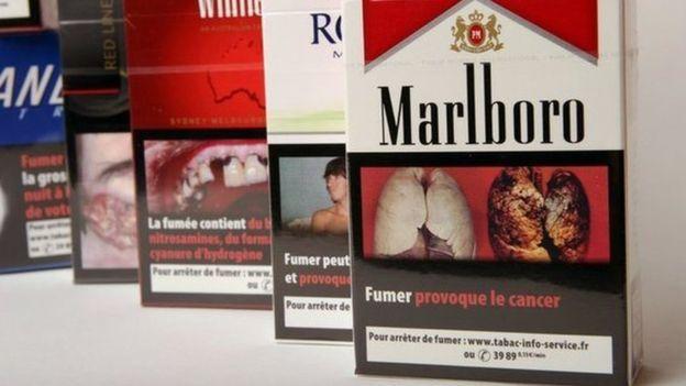 s n gal paquets de cigarettes avec des avertissements sur. Black Bedroom Furniture Sets. Home Design Ideas