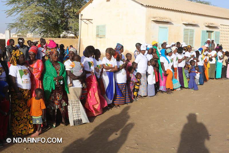 Remise d'une ambulance médicalisée : À DIAWAR, Faly SECK ouvre « l'année sociale » du président Macky SALL  (Vidéo & Photos)