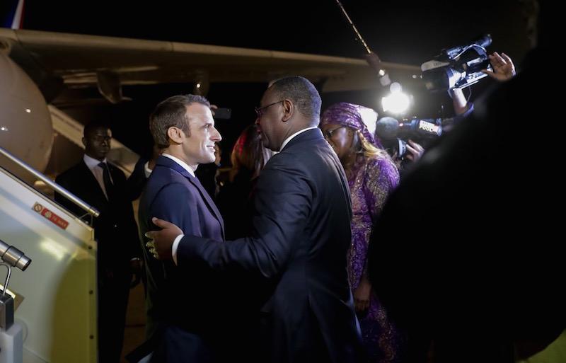 Les images de l'arrivée d'Emmanuel MACRON à Dakar ( photos )