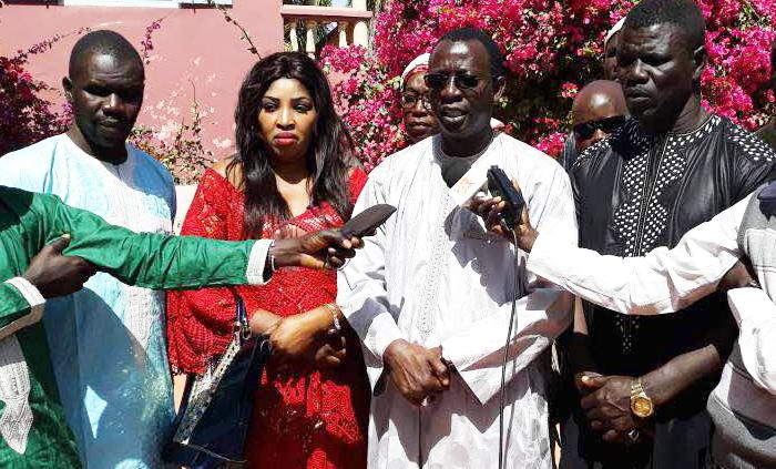 LUTTE : Signature de contrat du drapeau doté du ministre Mary Teuw NIANE (vidéo)