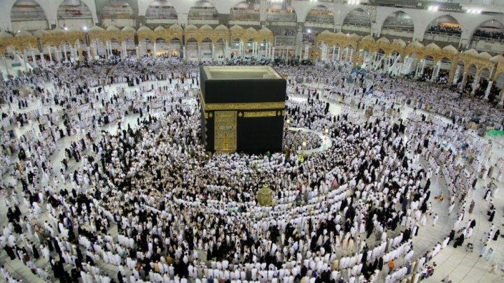 Mansour FAYE octroie trois billets pour la Mecque aux Imams et Ulémas de Saint-Louis