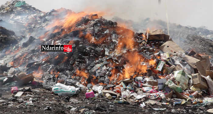 """Grosse saisine de l'opération """"Aar Sunu Kom-Kom"""" : près de 2 milliards de drogues, médicaments et produits périmés incinérés ( vidéo )"""
