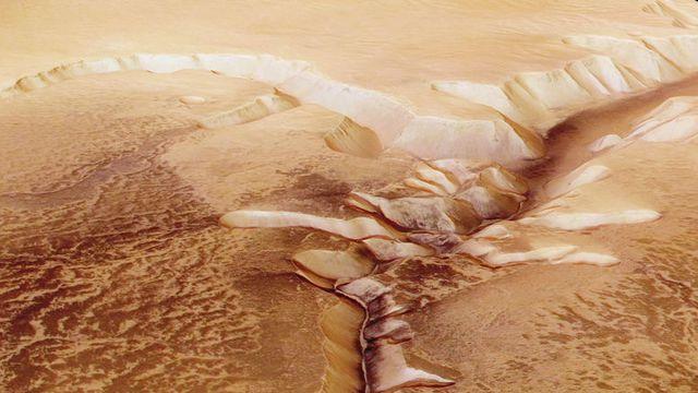 Des scientifiques annoncent avoir découvert un vaste lac d'eau liquide sur Mars