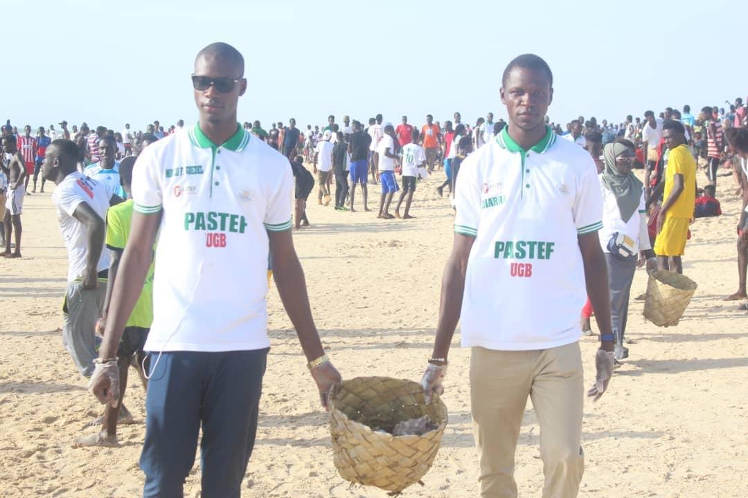 """"""" SAMM SUNUY TEFESS """" : la Jeunesse Patriotique du Sénégal (JPS) nettoie la plage de l'hydrobase (Photos)"""