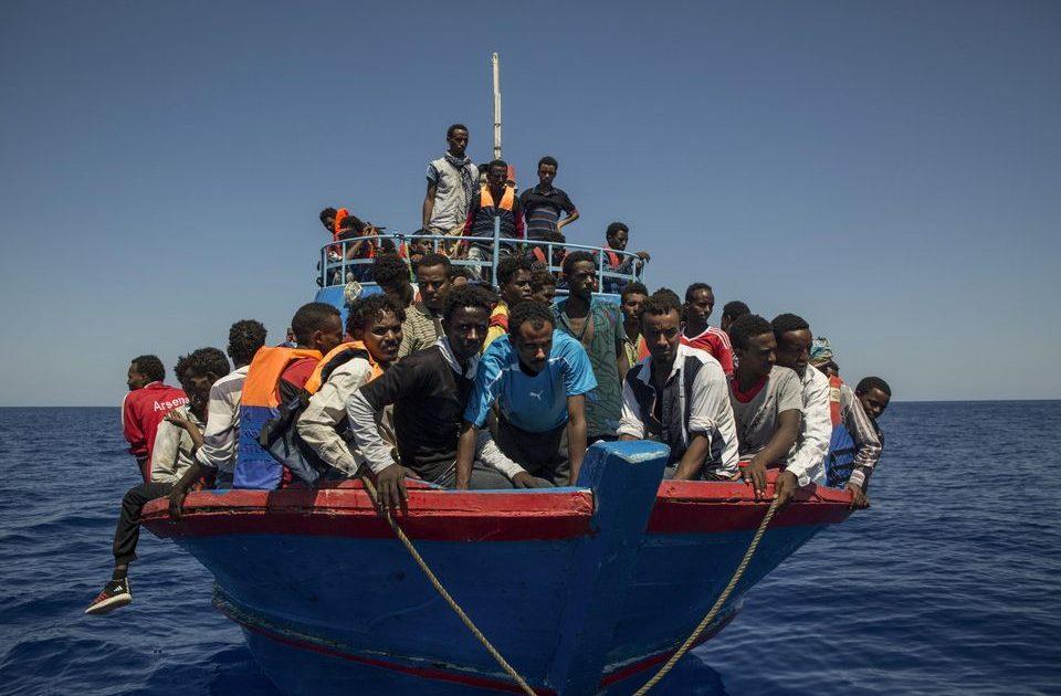 Une pirogue transportant des migrants échoue à la porte du Millénaire