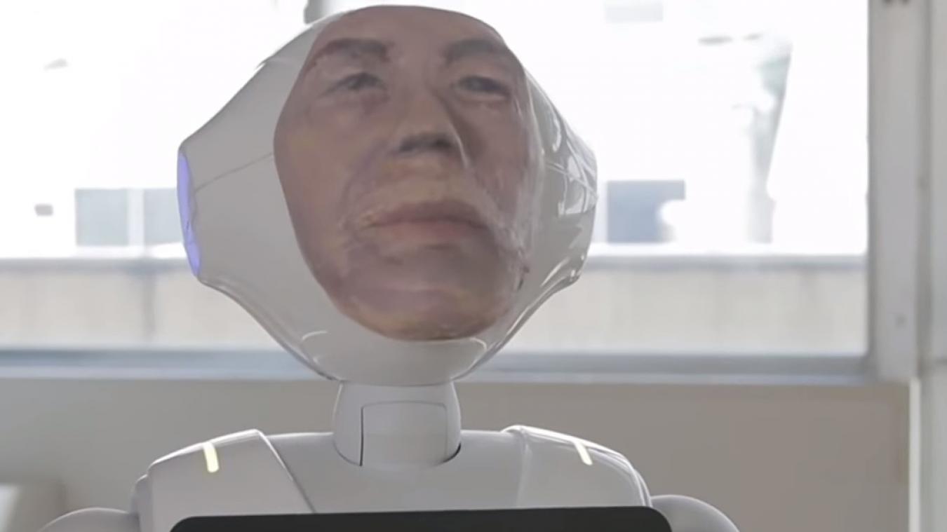Le robot japonais Digital Shaman, avec le visage du défunt imprimé en 3D, permettrait d'aider à faire son travail de deuil (capture d'écran).
