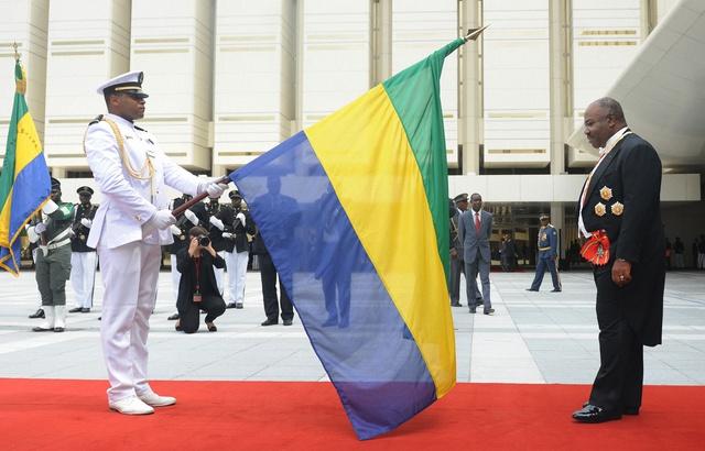 """Tentative de coup d'Etat au Gabon: Des militaires appellent à former un """"conseil de restauration"""" à la radio nationale"""